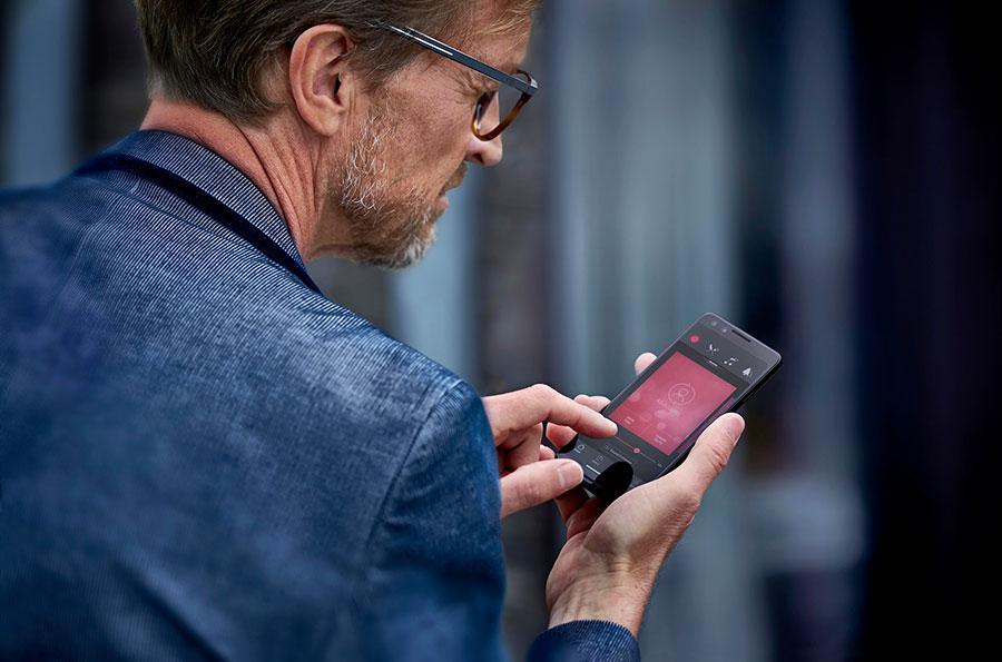 Regolazione apparecchi acustici con smartphone